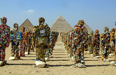 "An army of ""trash people"" in front of the Pyramids; an installation by artist HA Schult (May 15, 2002)."