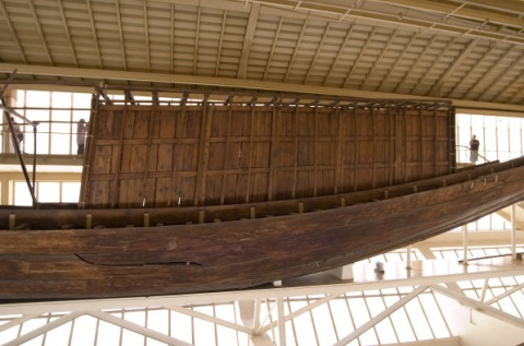 Side view of the cabin of the Khufu boat. Was it built solely for Khufu's funeral, or used in everyday life? One clue: there are no windows to the cabin!